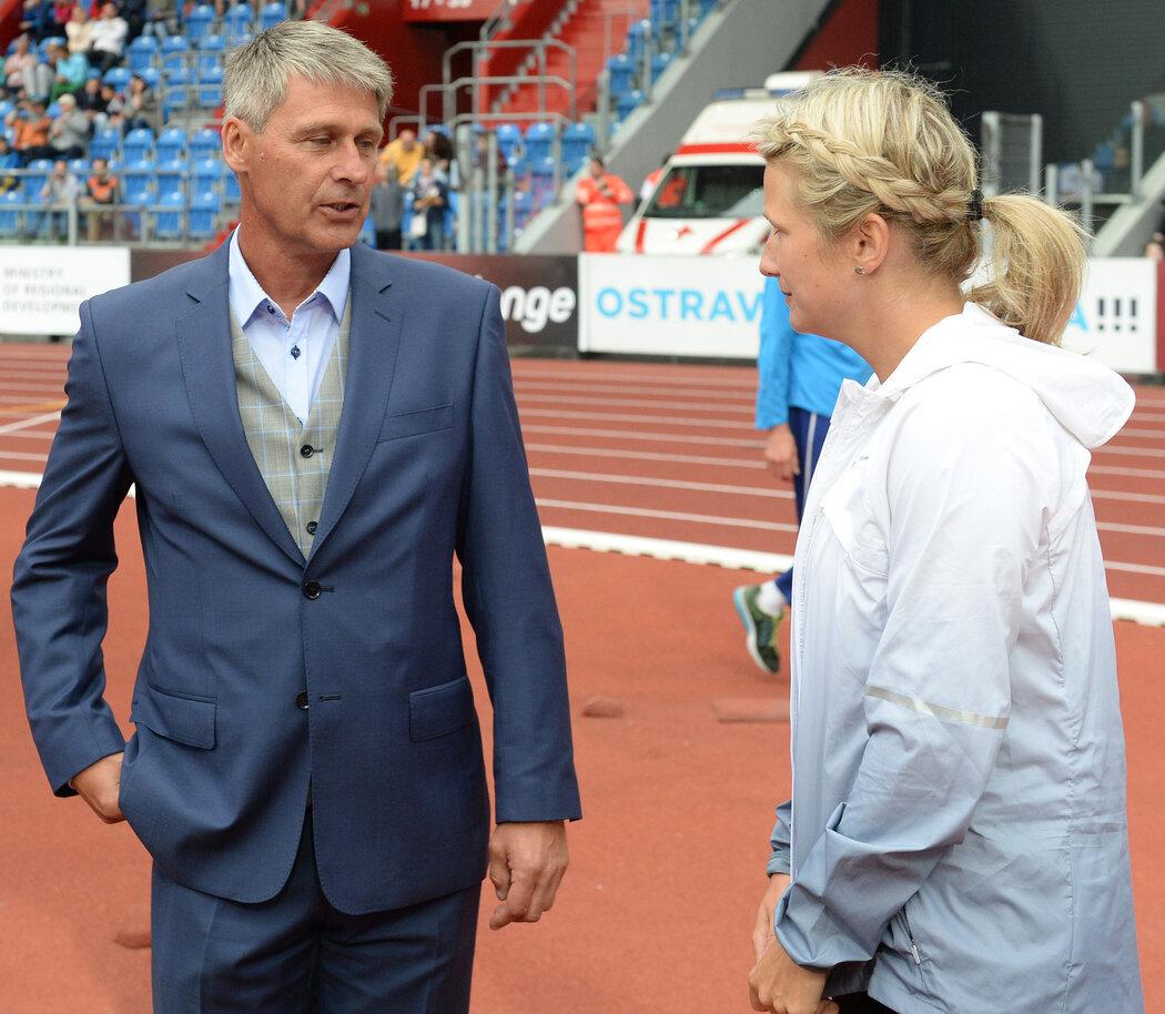 Trojnásobný olympijský vítěz a mistr světa Železný hodil světový rekord 98,48 metru v květnu roku 1996 v německé Jeně. K jeho výkonu se od té doby žádný z oštěpařů nepřiblížil.