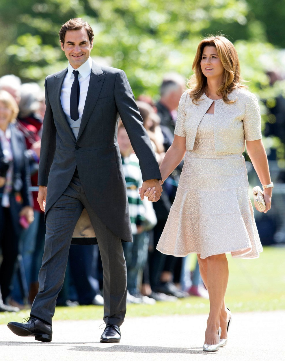 2017 - Tenista Roger Federer s manželkou Mirkou byli hosty na svatbě Pippy Middletonové, sestry vévodkyně Kate