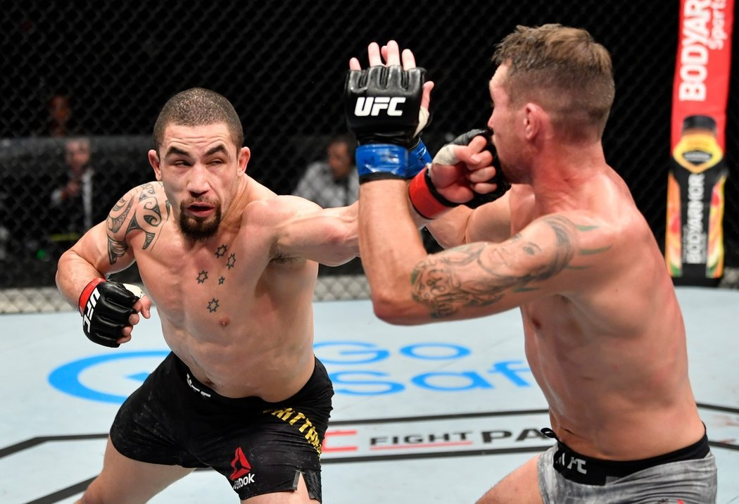 Bývalý šampion na turnaji UFC Fight Night 174 přemohl Darrena Tilla na body, přestože se jednalo o velmi těsný duel, všichni rozhodčí viděli Australana jako vítěze.