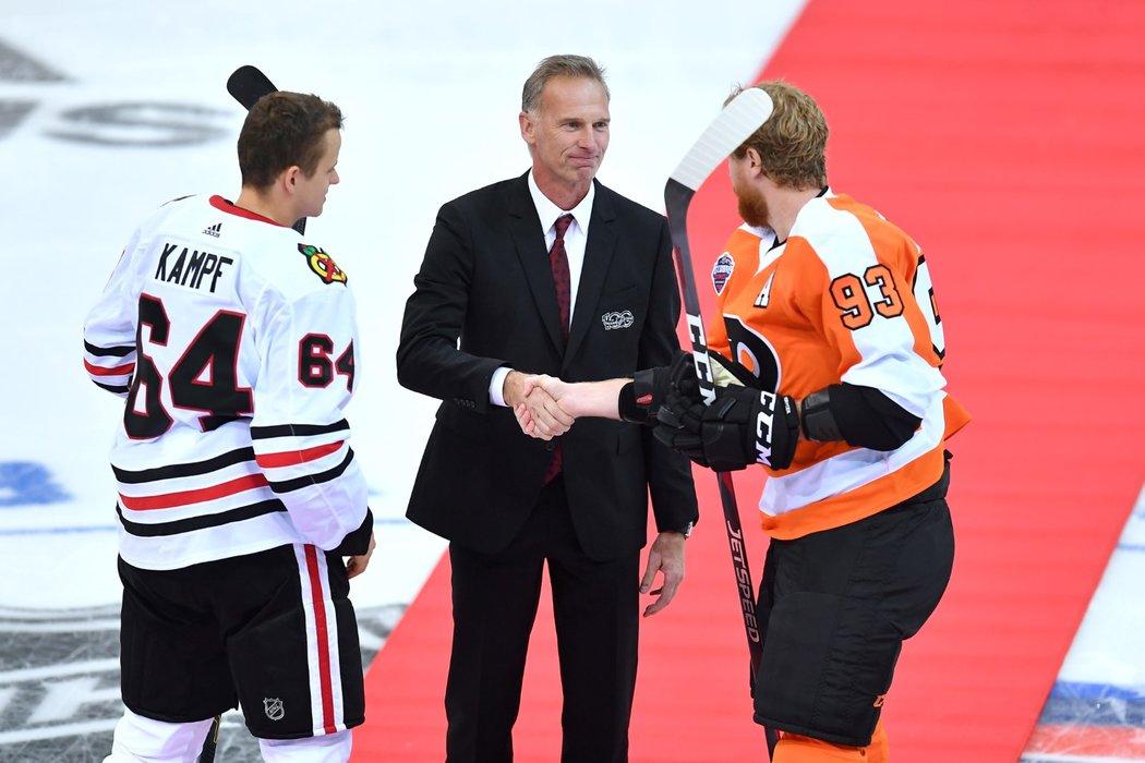 Dominik Hašek zahajoval sezonu NHL v Praze čestným buly