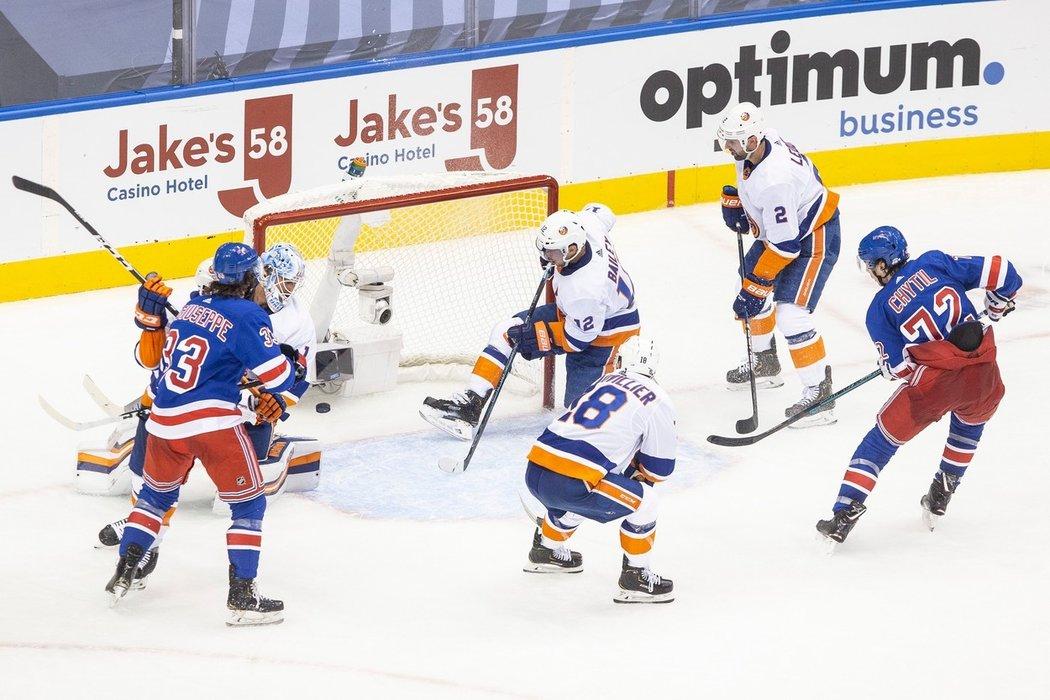 Filip Chytil v Torontu zkorigoval výsledek při prohře Rangers v newyorském derby s Islanders 1:2.