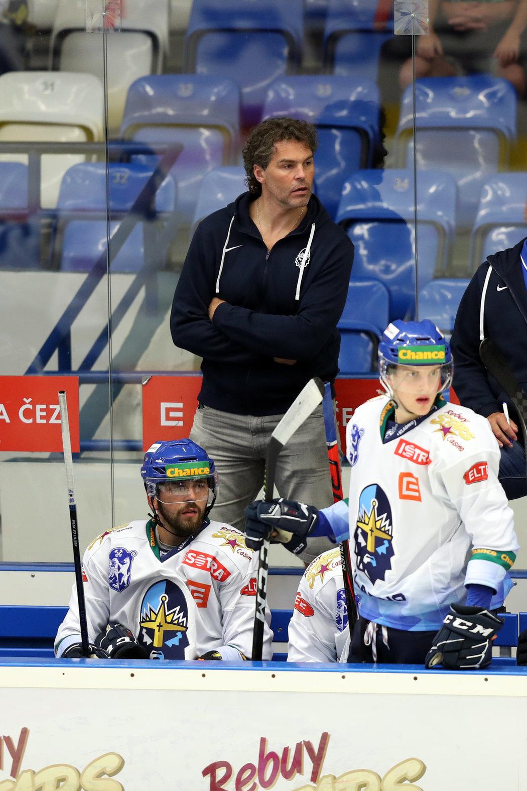 Jaromír Jágr vytál svou lásku Dominiku na hokej, vydržel s ní však jen třetinu, než sestoupil na lavičku.