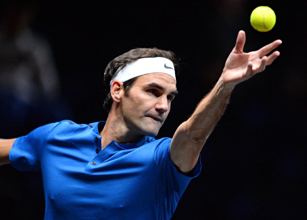 Roger Federer při exhibici v Praze