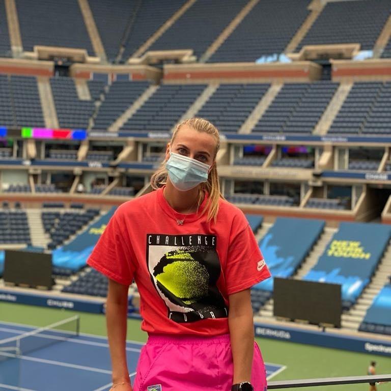 Petra Kvitová na centrálním dvorci v New Yorku, kam ji pustili teprve s negativním testem na COVID-19