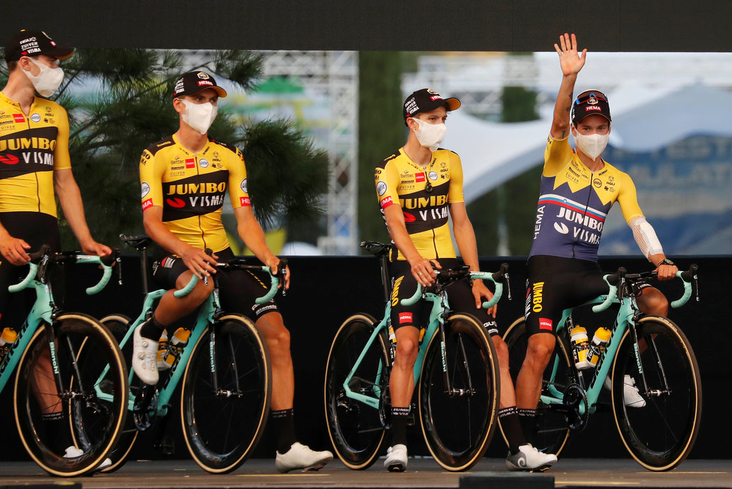 Tým Jumbo-Visma na slavnostním startu Tour de France