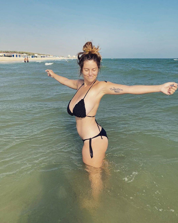 Prsatá modelka Mădălina Ioana Filipová