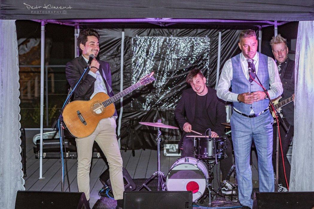 Petr Švancara si během svatby zazpíval se skupinou Mirai
