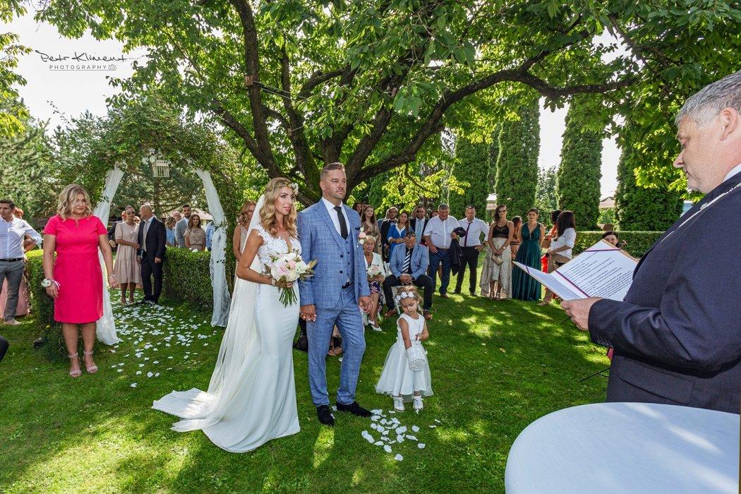 Petr Švancara s novomanželkou Kamilou při oslavě v hotelu u Brněnské přehrady