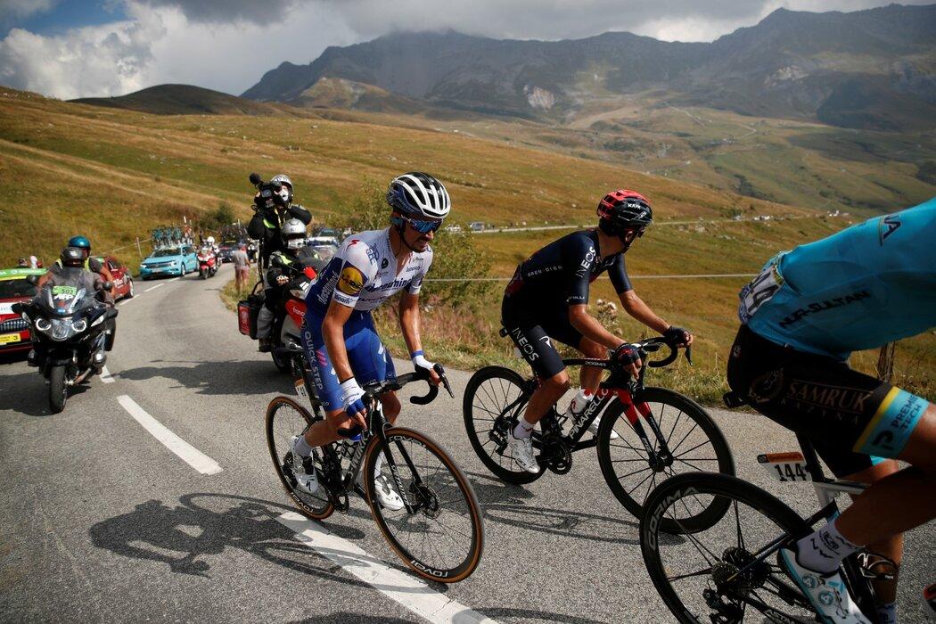 Julian Alaphilippe s kolegy v úniku v brutální 17. etapě Tour de France