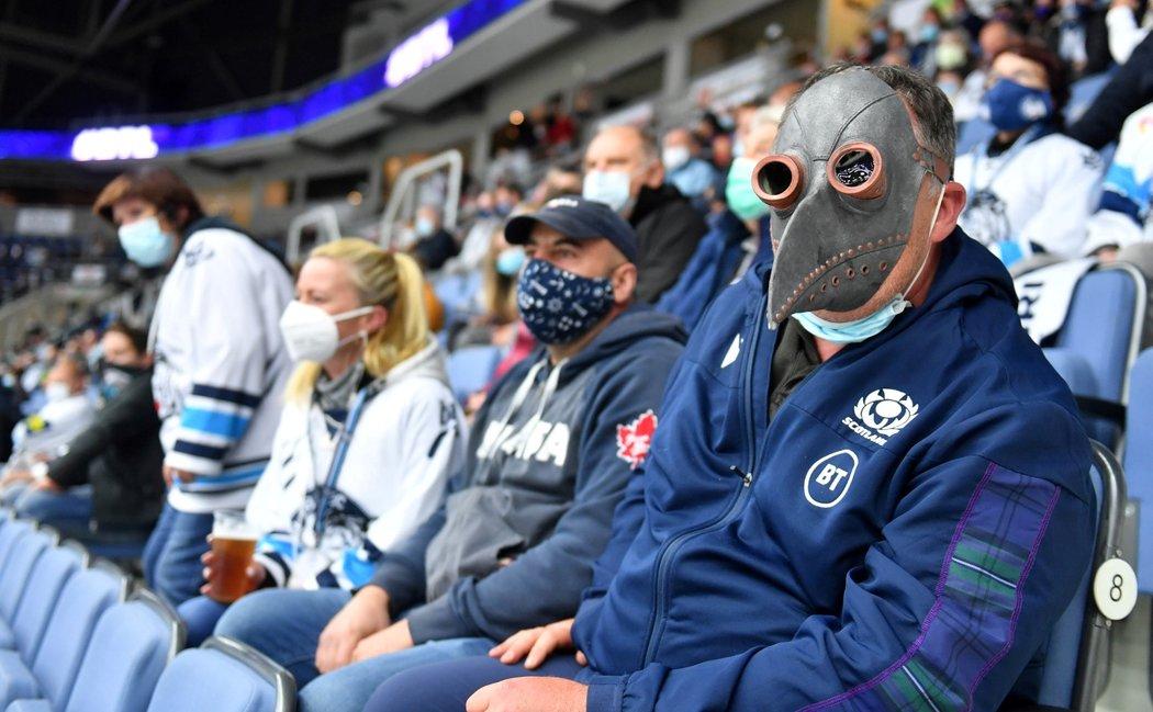 Liberecký fanoušek stylově zakryl ústa na utkání se Spartou