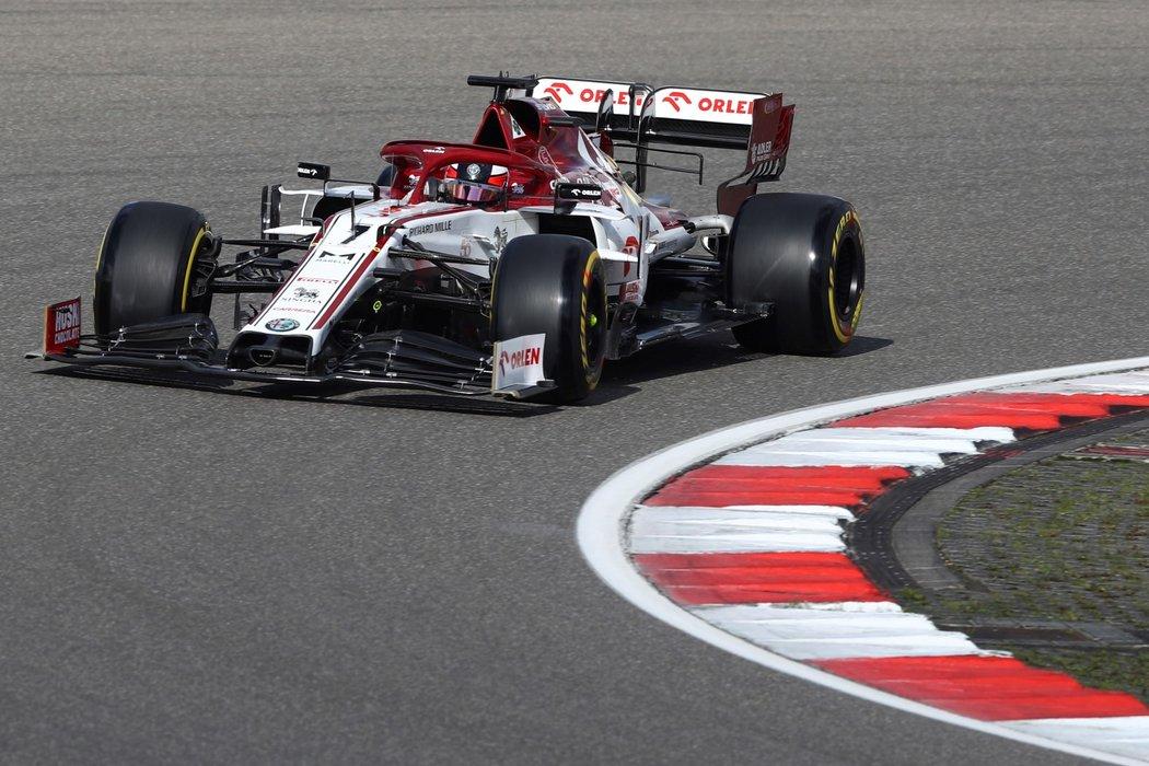 Kimi Räikkönen ve voze Alfy Romeo v F1
