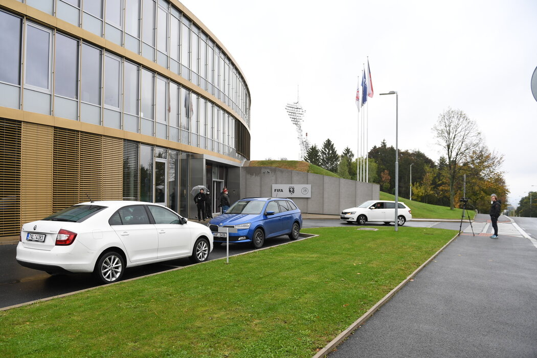Strahovské sídlo Fotbalové asociace ČR, kde probíhá zásah kriminalistů