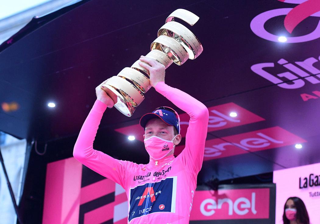 Tao Geoghegan Hart vyhrál Giro d'Italia