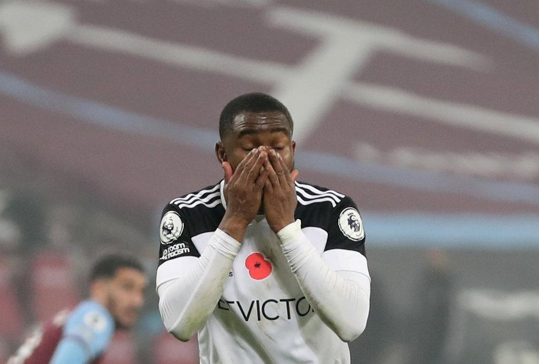 Zdrcený Ademola Lookman po zahozené penaltě