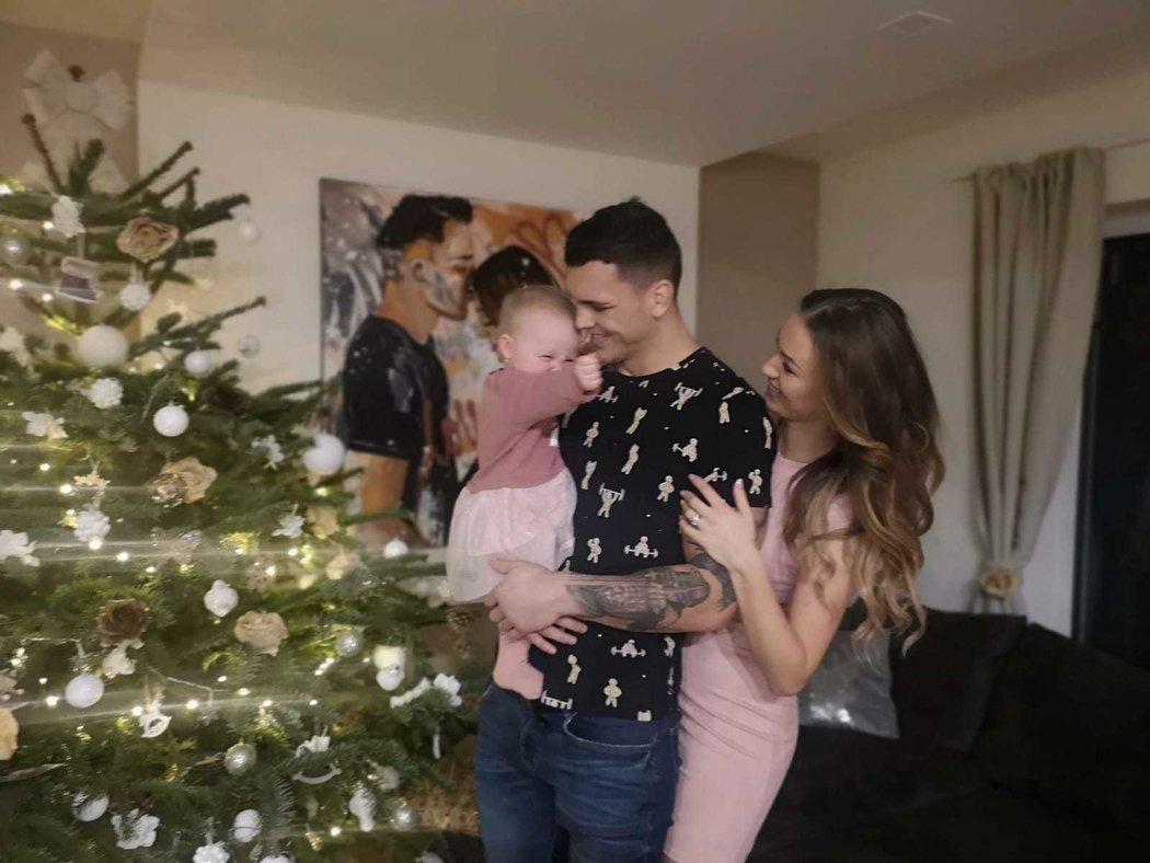 Boxer Vasil Ducár trávil Vánoce s manželkou Irenou a dcerkou Sofií