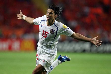 Na EURO 2004 se zrodila hvězda. Milan Baroš se raduje z gólu proti Nizozemcům