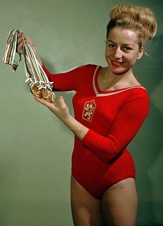 Sedminásobná olympijská vítězka Věra Čáslavská zemřela ve věku 74 let