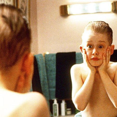 Macauley Culkin ve filmu Sám doma. Finové na Patrika nezapomněli!