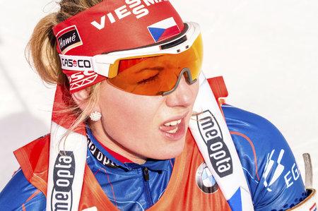 Lucie Charvátová při druhé střelbě ve štafetě udělala na druhé položce pět chyb, což znamenalo dvě trestná kola
