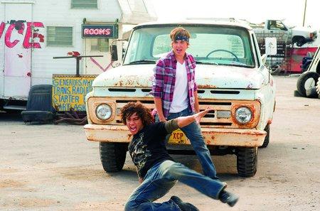 Troy se svým kamarádem Chadem