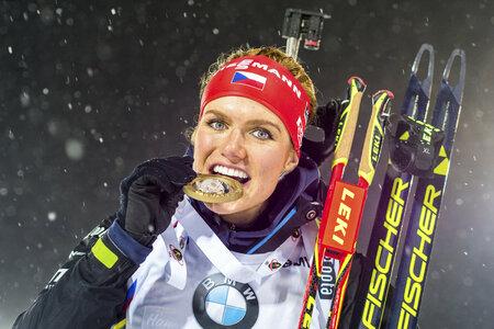 Gabriela Soukalová se zlatou medailí ze sprintu v Östersundu