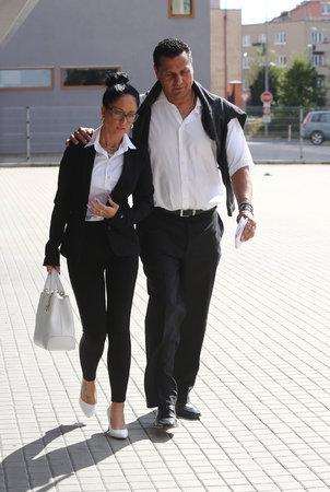 Vladimír Růžička s milenkou Marií od soudu odešel. Líčení pokračuje bez něho, odmítl vypovídat.