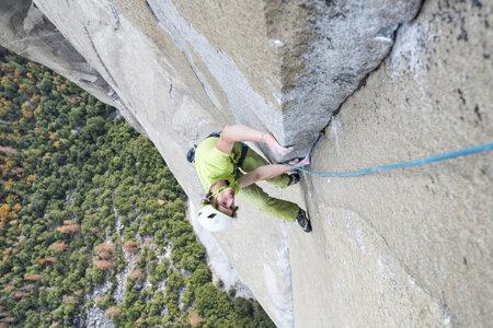 Český sportovní lezec Adam Ondra přelezl jako třetí člověk na světě patrně nejtěžší vícedélkovou cestu světa Dawn Wall