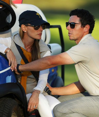 Erica Stollová je přítelkyní golfisty Roryho McIlroye.