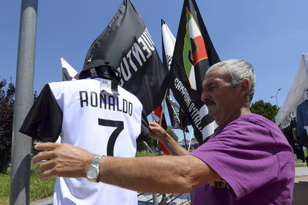 Fanoušci v Turíně už začali vyrábět dresy Cristiana Ronalda