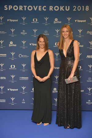 Barbora Strýcová (vlevo) a Petra Kvitová