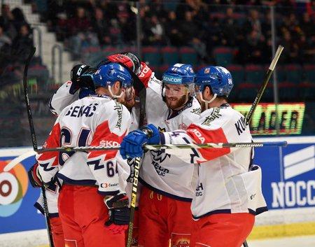 Čeští hokejisté se radují z úspěšné gólové akce