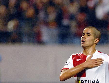 Tijany Belaid se raduje z gólu do sítě Steauy Bukurešť