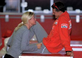 Michael Schumacher na archivním snímku s manželkou Corinnou