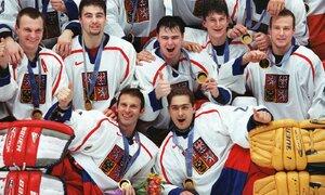 Tahle parta vstoupila do dějin. Čeští hokejisté si přivezli zlaté medaile z olympiády v Naganu.