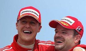 Michael Schumacher a Rubens Barrichello v týmu Ferrari jako parťáci.