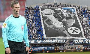 Rozhodčí Petr Antoníček pomáhal u videa řídit svůj životní zápas, kvůli partě agresorů na něj nikdy nezapomene