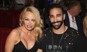 Zhrzená Pamela Anderson: Rozchod s o 18 let mladším fotbalistou. Žil dvojí život!