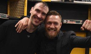 Než se však Zdeno Chára poprvé setkal s irským bojovníkem Conorem McGregorem, nemohl se na něj ani podívat v televizi.