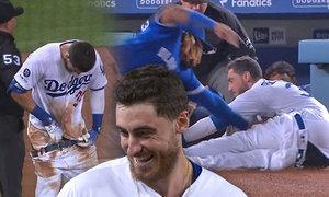 Pokoukání pro dámy! Baseballista pelášil tak, až mu spadly kalhoty!