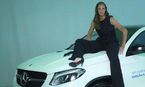 Karolína Plíšková ozdobila kapotu svého vozu