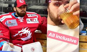 Hokejový brankář Patrik Bartošák kvůli osobním problémům přerušil hokejovou kariéru a podstupuje léčbu