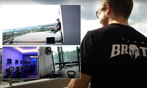 VIDEO: Byt za miliony! Vířivka i výhled na Prahu. Tady hrají počítačové hry profíci