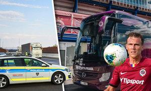 Trable při cestě na zápas. Autobus se sparťany zastavila ve Slovinsku policie