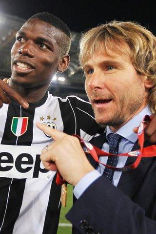 Nedvěd dohlíží na napěchovanou kasu Juventusu: Podpis za 2 miliardy!