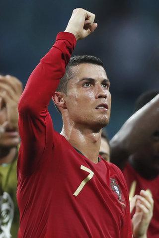 Ronaldova kráska Georgina si v Rusku zahrává: Prsten za 18 mega a žádný ochránce!