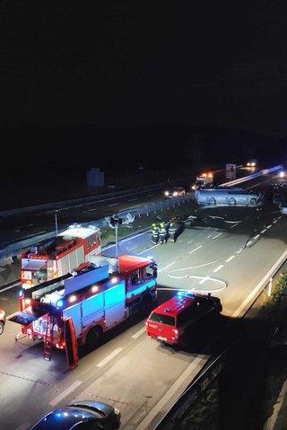 Bojovnice z klece málem uhořely při děsivé nehodě na D1. Jsou v nemocnici!