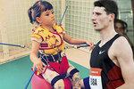 Ochrnutá dcera výškaře Báby si získala srdce atletů i fandů. Poslali jí milion!