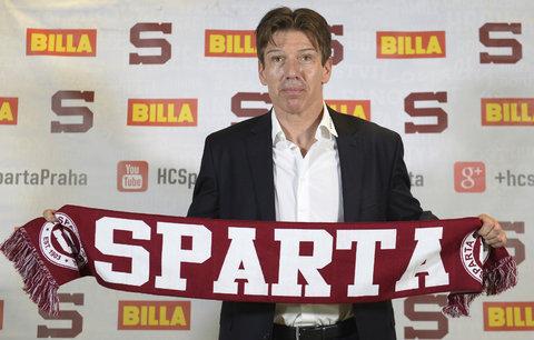 Uwe Krupp pózuje s klubovou šálou
