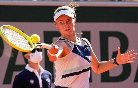 Barbora Krejčíková v utkání semifinále French Open proti Marii Sakkariové