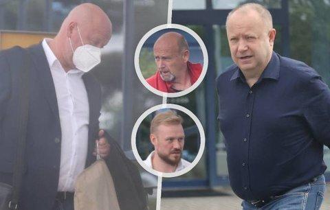 Výprava českých fotbalových papalášů se vydala do Wembley na utkání Euro mezi domácí Anglií a Českem